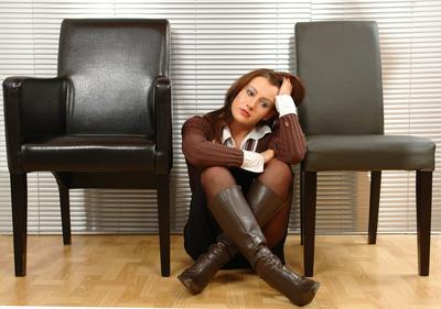 Wenn Sie im Job zwischen zwei Stühlen sitzen