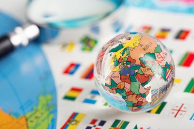 Glas Globe auf die Fahnen